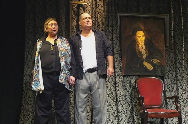 Bárbara Bruno dá vida a Gertrude, e Giuseppe Oristânio interpreta Picasso (Foto: Divulgação)