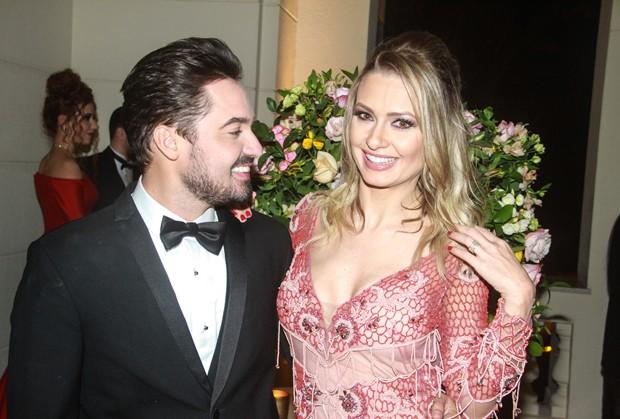 Fernando e a mulher, Mikelly (Foto: Amauri Nehn/Brazil News)