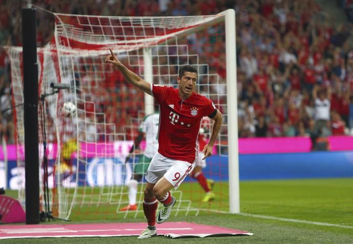 Lewandowski comemoração Bayern Werder Bremen (Foto: Reuters)