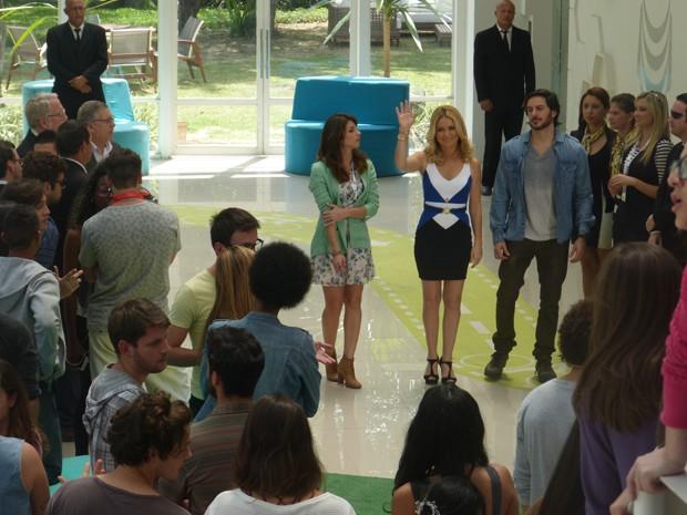 Pamela faz anúncio e deixa Manu chocada (Foto: Geração Brasil/TV Globo)