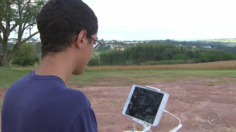 Uso de novas ferramentas em Pompeia está atraindo os jovens  (Foto: Reprodução/TV TEM)