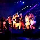 Buchecha faz público dançar e chama fãs (Felipe Truda/G1)