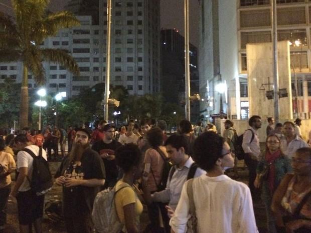 Ato em frente à Faculdade de Direito da USP, no Centro (Foto: Lívia Machado/G1)
