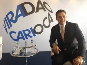 Luigi Barricelli apresentou as atrações do Viradão Cultural 2013 (Foto: Cristiane Cardoso/G1)