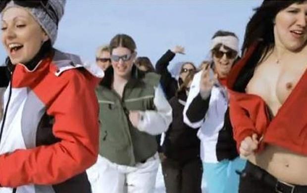 Anúncio de estação suíça de esqui com mulher de topless cria polêmica (Foto: Reprodução)
