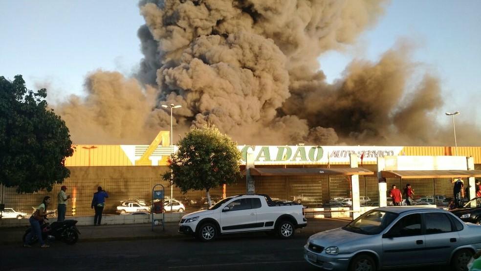 Incêndio destruiu loja do Atacadão em Rondonópolis (MT) (Foto: Arquivo pessoal)