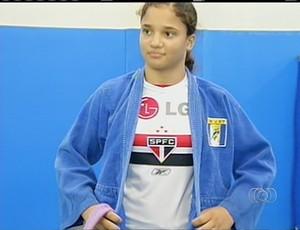 Enilara torce não esconde a paixão pelo time tricolor (Foto: Reprodução/TV Anhanguera TO)