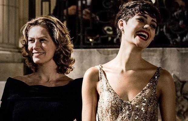 Patrícia Pillar e Sophie Charlotte em cena de O Rebu (Foto: Fábio Rocha/TV Globo)