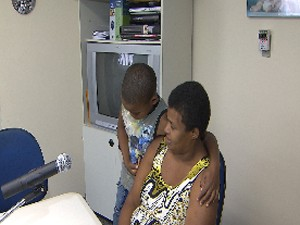 Criança perdida há um ano recebe visita de mãe, mas não vai para casa (Foto: Imagens/TV Bahia)