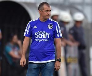 Eduardo Baptista, técnico da Ponte Preta (Foto: Marcos Ribolli/GloboEsporte.com)