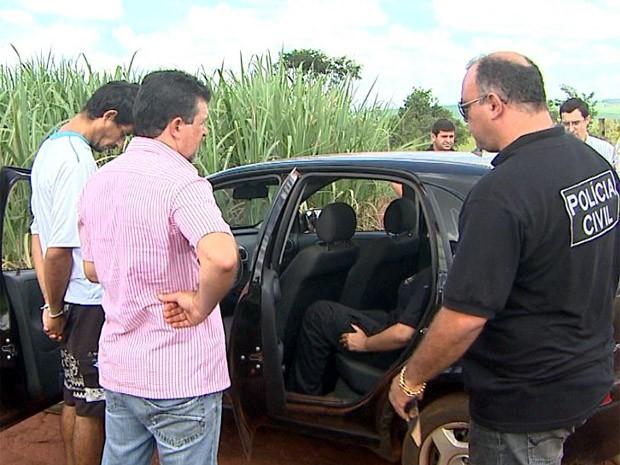 Suspeitos de matar empresário em Barrinha participaram de reconstituição de crime (Foto: Paulo Souza/EPTV)