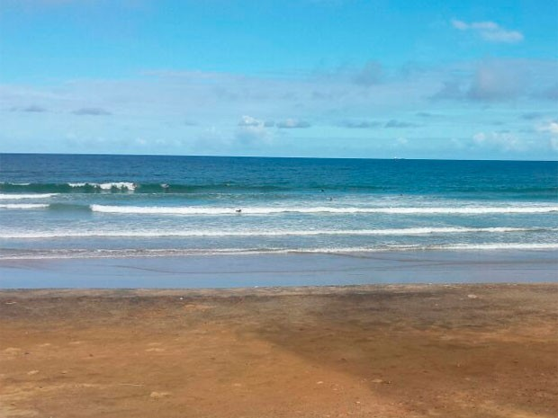 Mar agitado na orla de Salvador (Foto: Raphael Carneiro/Globoesporte.com)