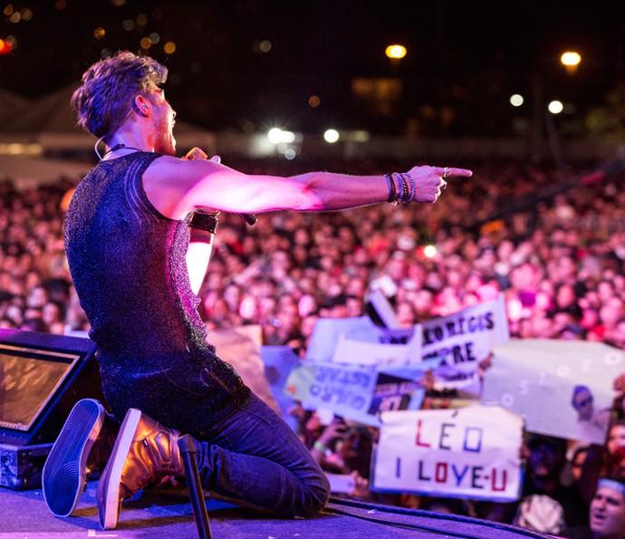 Léo Régis faz show na praia para milhares de fãs (Foto: Felipe Monteiro/Gshow)