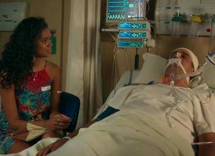 Joana se emociona no leito de Ricardo