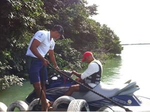 Motos aquáticas são alvos de fiscalização (Foto: Paulo Ricardo Sobral/TV Grande Rio)