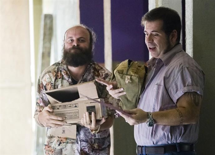 Marreta ajuda Genésio nas obras do clube (Foto: Tata Barreto / TV Globo)