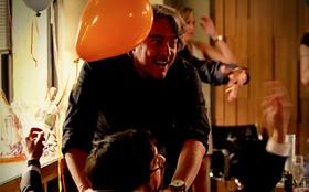 Roubado, Cadinho invade festa e ameaça Jimmy de morte