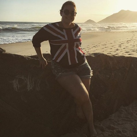 raquel Fabbri em momento de descontração na praia (Foto: reprodução / Instagram)