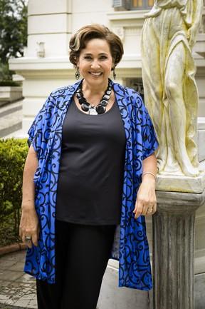 Claudia Jimenez como Lucrécia na novela Haja Coração (Foto: Globo/Ramón Vasconcelos)