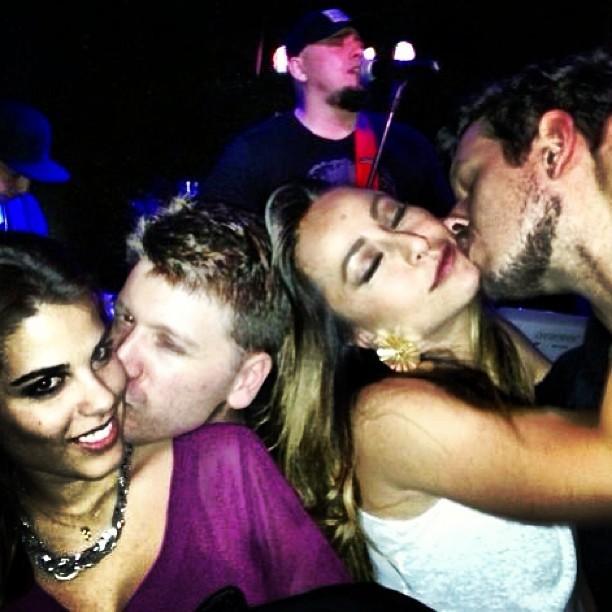 Namorado de Sabrina Sato posta foto de beijando a apresentadora (Foto: Reprodução/Instagram)
