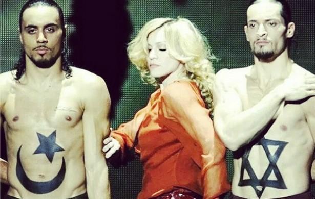 """Também recentemente, Madonna postou fotos no Instagram pedindo a paz entre palestinos e israelenses. Muitos fãs """"curtiram"""" as imagens, porém boa parte dos seguidores da rainha do pop se dividiu, e ainda houve quem a acusasse de se aproveitar do atual conflito para se promover. (Foto: Instagram)"""