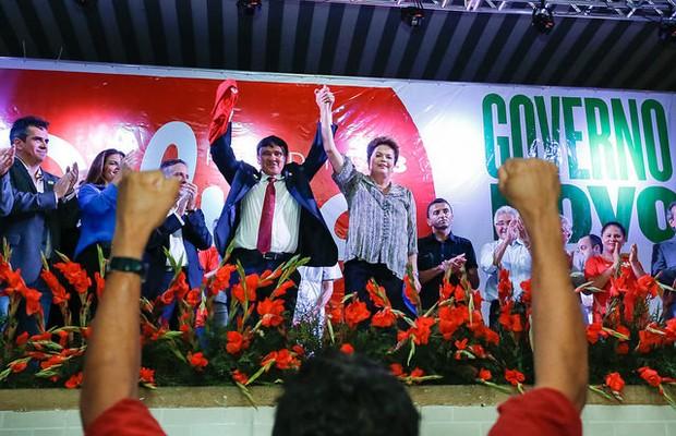 Wellington Dias (PT) governador-eleito do Piauí e Dilma Rousseff (PT) em ato em Teresina (Foto: Ichiro Guerra/Divulgação)