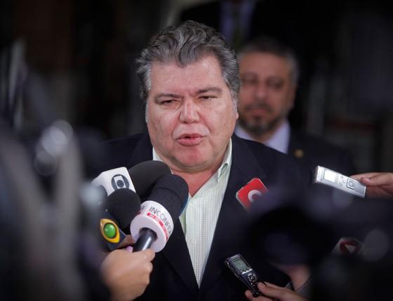 O ministro do Meio Ambiente do governo interino, Sarney Filho, fala em coletiva de imprensa sobre projetos e sobre o desastre em Mariana (MG) (Foto: LINCON ZARBIETTI / O TEMPO / Ag O Globo)