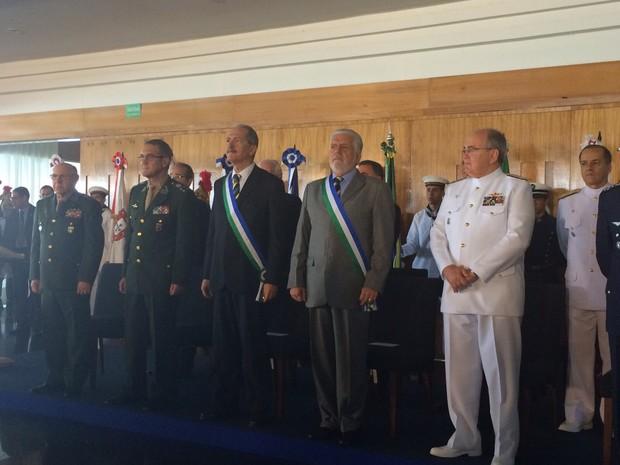 Novo ministro da Defesa cita 'crise de valores' e pede respeito à hierarquia