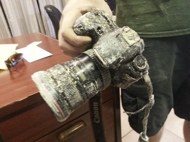 Câmera estava danificada, apesar algumas imagens ainda estarem intactas no cartão de memória (Foto: Divulgação/Mario Aldecoa)