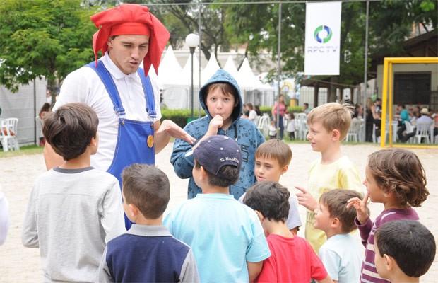 Crianças terão dia especial, cheio de atividades, na região metropolitana (Foto: Roger Santmor/RPC TV)