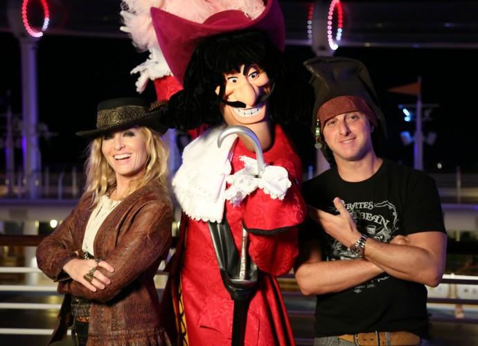 Angélica e Luciano Huck posam como pirata (Foto: Thiago Fontolan/Gshow)