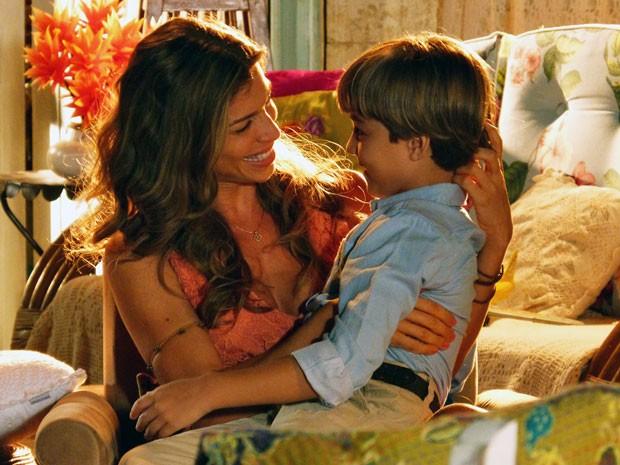Ester conta a Samuca que Alberto será seu pai (Foto: Flor do Caribe / TV Globo)