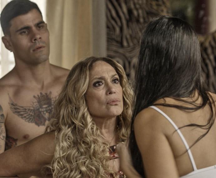 Merlô ainda defende a periguete diante de Adisabeba, é mole? (Foto: TV Globo)