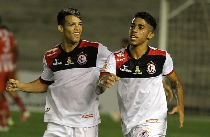 Luiz Fernando marcou pela terceira vez no Estádio Almeidão e garantiu o título do Campinense (Foto: Francisco França / Jornal da Paraíba)