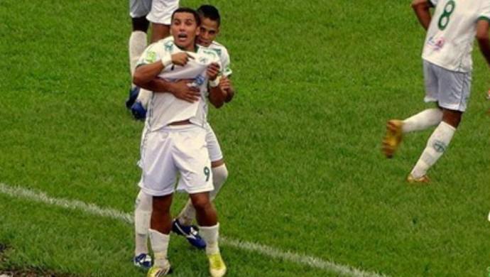 Gean comemora gol na vitória do Guaraí contra o Paraíso (Foto: Divulgação/TV Lobão)