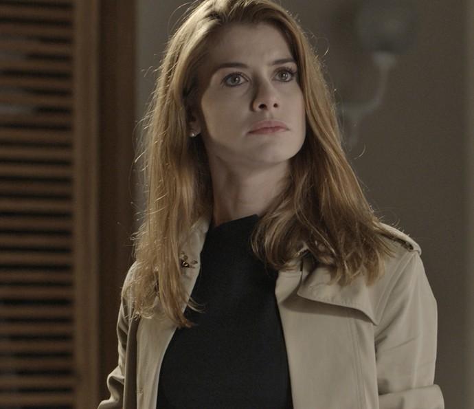 Lívia conta para Emília que esteve com Vitoria (Foto: TV Globo)