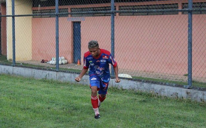 Jorginho, lateral doPiauí (Foto: Abdias Bideh/GloboEsporte.com)