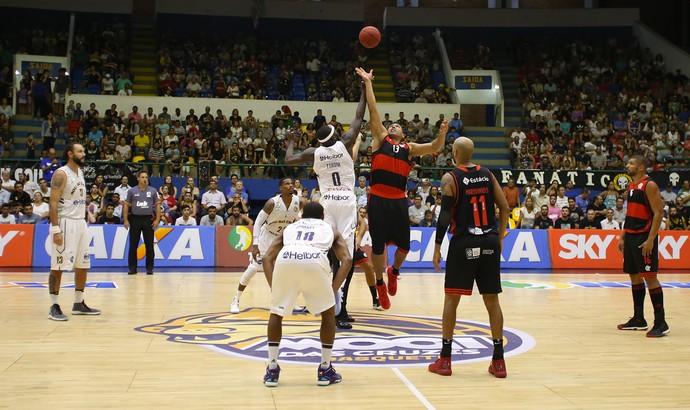Mogi x Flamengo - NBB basquete (Foto: Antonio Penedo/Mogi-Helbor)