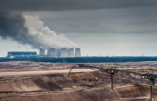 Usina termelétrica e projeto de mineração de carvão em  Jaenschwalde, na Alemanha (Foto: Patrick Pleul/DPA/AFP)