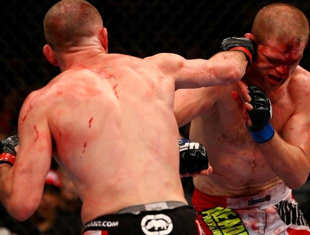 UFC 152 T.J. Grant e Evan Dunham (Foto: Agência Getty Images)