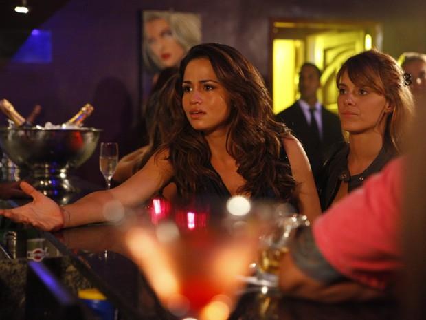 Morena e Jéssica não encontram amigo de Waleska (Foto: Salve Jorge/TV Globo)