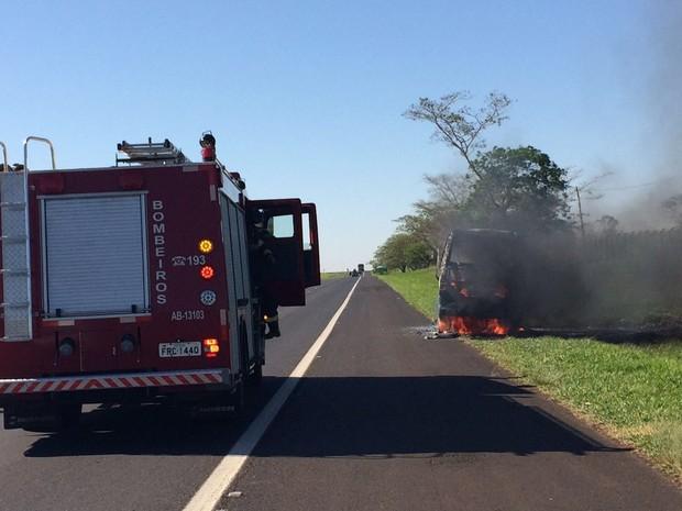 Bombeiros controlaram incêndio rapidamente (Foto: Graciela Andrade/TV TEM)