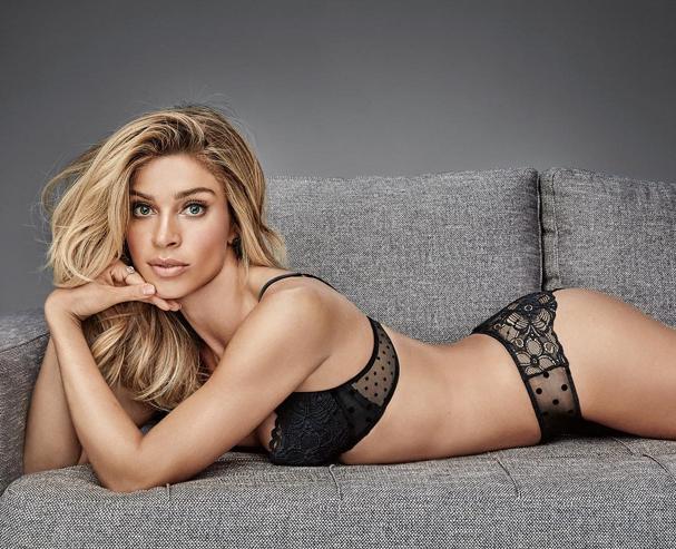 Grazi Massafera usa lingerie de renda em campanha (Foto: Reprodução Instagram)