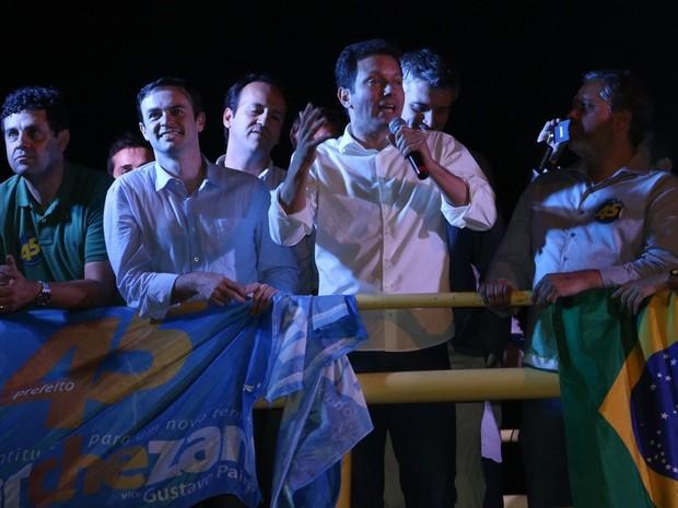 Nelson Marchezan Junior (PSDB) discursa para militância em Porto Alegre (Foto: Rafaella Fraga/G1)