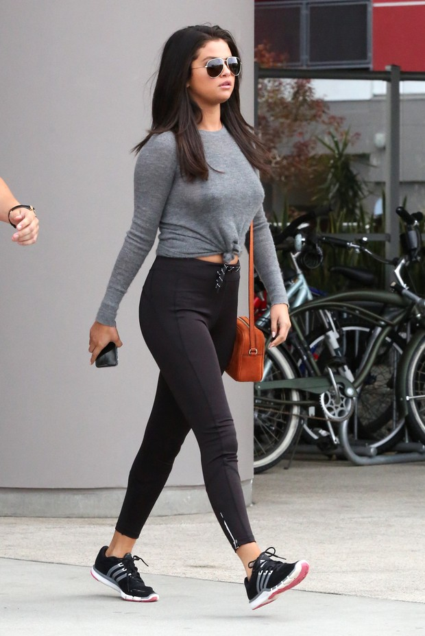X17 - Selena Gomez em Los Angeles, nos Estados Unidos (Foto: X17online/ Agência)