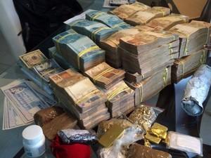 Dinheiro e barras de ouro foram apreendidos com empresário (Foto: Andressa Boa Sorte/ Arquivo pessoal)