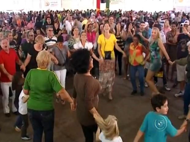 Festa reúne mais de 900 voluntários em Jundiaí (Foto: Reprodução TV TEM)