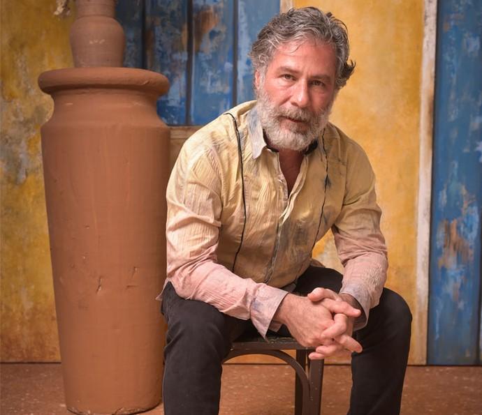 Leopoldo Pacheco será Emílio, o doutor da cidade de Grotas. Na foto, ele posa durante a festa de lançamento da novela (Foto: Caiuá Franco/ Globo)