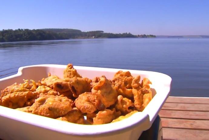 Quitute fica crocante e pode ser acompanhado com alguns molhinhos! (Foto: Reprodução / TV TEM)