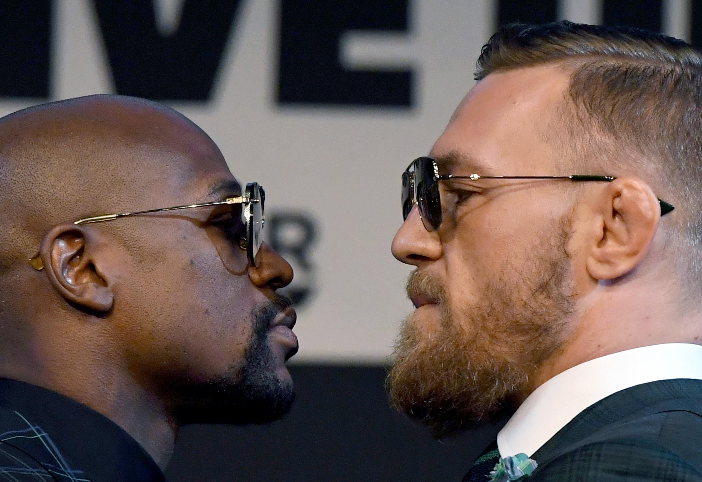 Floyd Mayweather e Conor McGregor na última conferência de imprensa feita antes da luta (Foto: Getty Images/ Ethan Miller)